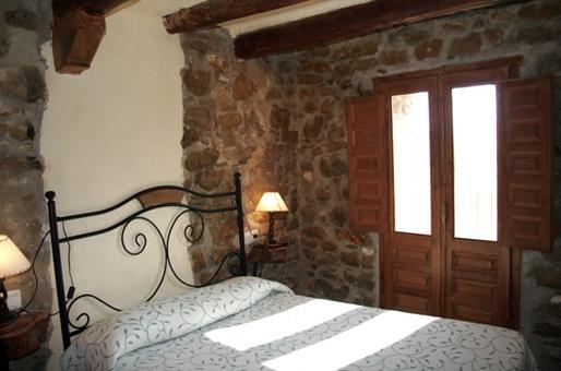 Habitacion matrimonio casa rural castellon laperdiu